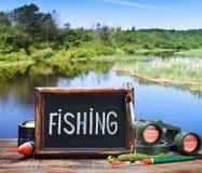 Αλιεύοντας εξοπλισμός και ένας πίνακας Στοκ εικόνες με δικαίωμα ελεύθερης χρήσης