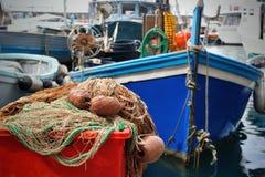 Αλιεύοντας εξοπλισμός και βάρκα Στοκ φωτογραφία με δικαίωμα ελεύθερης χρήσης