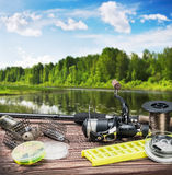 Αλιεύοντας εξοπλισμός και εξαρτήματα στον πίνακα Στοκ Φωτογραφίες