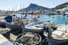 Αλιεύοντας λιμένας και ψυχαγωγικές βάρκες σε Estartit, Ισπανία Στοκ Εικόνες