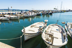 Αλιεύοντας λιμένας και ψυχαγωγικές βάρκες σε Estartit, Ισπανία Στοκ φωτογραφίες με δικαίωμα ελεύθερης χρήσης