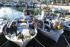 Αλιεύοντας λιμένας και ψυχαγωγικές βάρκες σε Estartit, Ισπανία Στοκ εικόνα με δικαίωμα ελεύθερης χρήσης