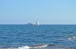 Αλιεύοντας και πλέοντας βάρκες Στοκ εικόνες με δικαίωμα ελεύθερης χρήσης