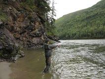 Αλιεύοντας και kayaking, ποταμός Irkut, βουνά Sayan, Σιβηρία, Ρωσία, σιβηρικά τοπία Στοκ Εικόνες