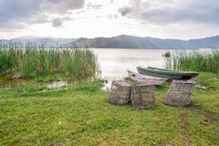 Αλιεύοντας καλάθια και βάρκες πέρα από τη λίμνη Jipe, Κένυα Στοκ φωτογραφία με δικαίωμα ελεύθερης χρήσης