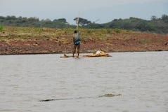 Αλιεύοντας με τους κροκοδείλους, λίμνη Chamo (Αιθιοπία) Στοκ Εικόνα