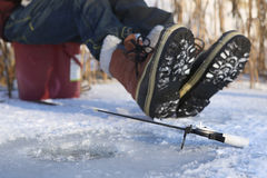 αλιεύοντας παγωμένη λίμνη &p Στοκ εικόνα με δικαίωμα ελεύθερης χρήσης