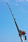 Αλιεύοντας ράβδος και εξέλικτρο σε ένα γιοτ Στοκ Φωτογραφία