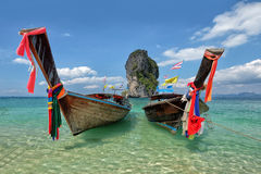 Αλιεύοντας ταϊλανδικά βάρκες και ορόσημο po-DA στο νησί, επαρχία Krabi, Στοκ φωτογραφία με δικαίωμα ελεύθερης χρήσης