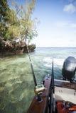 Αλιεύοντας τη ράβδο που συνδέεται με ένα γιοτ Στοκ Φωτογραφία