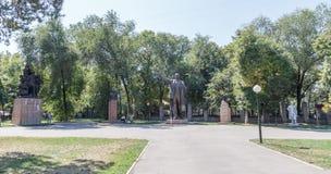 Αλμάτι, Καζακστάν - 28 Αυγούστου 2016: Περίπατος των σοβιετικών μνημείων στοκ φωτογραφία