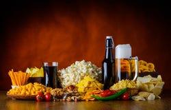 Αλμυρά πρόχειρα φαγητά και ποτά Στοκ Φωτογραφία