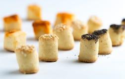 Αλμυρά πρόχειρα φαγητά κομμάτων σε μια σειρά Στοκ φωτογραφίες με δικαίωμα ελεύθερης χρήσης