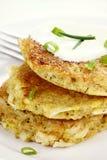 Αλμυρές Quinoa και πατατών τηγανίτες στοκ εικόνες
