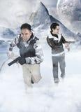 Αλλοδαπή εισβολή - τρέξιμο δύο στρατιωτών Στοκ φωτογραφία με δικαίωμα ελεύθερης χρήσης