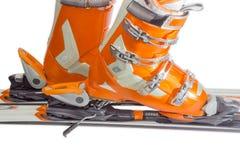 Αλπικές μπότες σκι στη δεσμευτική κινηματογράφηση σε πρώτο πλάνο σκι στοκ φωτογραφία με δικαίωμα ελεύθερης χρήσης