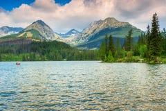Αλπική λίμνη βουνών σε Vysoke Tatry, Strbske Pleso, Σλοβακία, Ευρώπη Στοκ Φωτογραφία