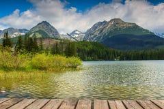 Αλπική λίμνη βουνών σε Vysoke Tatry, Strbske Pleso, Σλοβακία, Ευρώπη Στοκ Εικόνες