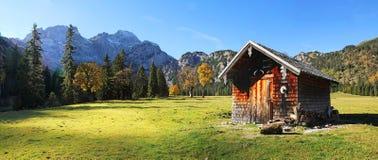 Αλπική καμπίνα στη rhontal κοιλάδα, karwendel, Αυστρία Στοκ εικόνα με δικαίωμα ελεύθερης χρήσης