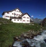 Αλπική καλύβα βουνών στα αυστριακά όρη Στοκ εικόνα με δικαίωμα ελεύθερης χρήσης