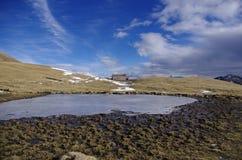 Αλπική παγωμένη λίμνη Στοκ Εικόνες