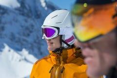Αλπικό ζεύγος σκι - πρόσωπο φυλών Στοκ Εικόνες