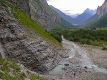 Αλπικό ρεύμα νερού βουνών της Ελβετίας Στοκ εικόνες με δικαίωμα ελεύθερης χρήσης