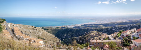 Αδριατική θάλασσα της Πούλιας Ιταλία gargano του Angelo Monte sant πανοραμική Στοκ Εικόνες