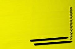 Αλυσίδα και μαύρα μολύβια Στοκ φωτογραφίες με δικαίωμα ελεύθερης χρήσης