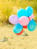 Αλυσίδα μπαλονιών στην παραλία αμμόλοφων άμμου Στοκ Εικόνα