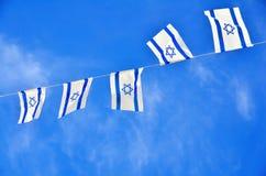 Αλυσίδα σημαιών του Ισραήλ στη ημέρα της ανεξαρτησίας Στοκ Εικόνες