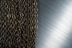 Αλυσίδες και βουρτσισμένο μέταλλο Στοκ εικόνες με δικαίωμα ελεύθερης χρήσης