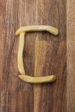 Αλφάβητο Γ τηγανιτών πατατών στο ξύλινο υπόβαθρο Στοκ φωτογραφίες με δικαίωμα ελεύθερης χρήσης