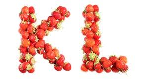 Αλφάβητο επιστολών των κόκκινων ώριμων φραουλών Στοκ Φωτογραφίες