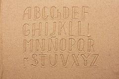 Αλφάβητο της Ισπανίας που γράφεται στην άμμο Στοκ Φωτογραφία