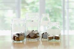 Βάζα γυαλιού με το ρούβλι νομισμάτων χρημάτων Στοκ Φωτογραφία