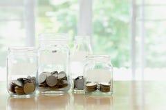 Βάζα γυαλιού με το ρούβλι νομισμάτων χρημάτων Στοκ φωτογραφίες με δικαίωμα ελεύθερης χρήσης