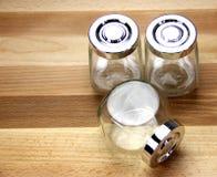 Βάζα γυαλιού σε μια ξύλινη ανασκόπηση Στοκ Εικόνες