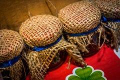 Βάζα των σπιτικών και παραδοσιακών κονσερβών Στοκ Εικόνες