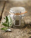 Βάζο γυαλιού με τα ξηρά χορτάρια Στοκ φωτογραφία με δικαίωμα ελεύθερης χρήσης