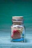 Βάζο γυαλιού με τις καρδιές Στοκ Εικόνες