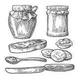 Βάζο, κουτάλι, μαχαίρι και φέτα του ψωμιού με τη μαρμελάδα Στοκ Φωτογραφία