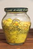 Βάζο με τα καρυκεύματα για τα τρόφιμα στοκ εικόνες