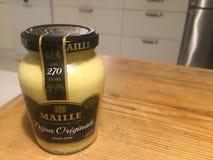 Βάζο μουστάρδας της Ντιζόν Maille Στοκ Φωτογραφία