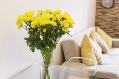 Βάζο λουλουδιών στον πίνακα Στοκ εικόνες με δικαίωμα ελεύθερης χρήσης