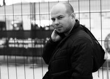 Βάναυσο άτομο με ένα σακίδιο πλάτης Στοκ Φωτογραφίες