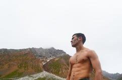 Βάναυσο άτομο στα βουνά Στοκ Εικόνες