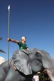 Βάρβαρος στρατιώτης που οδηγά στον ελέφαντα Στοκ Εικόνες