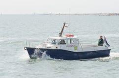 Βάρκα ακτοφυλακών στη θάλασσα Στοκ Εικόνες