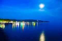 Βάρκα ακτών νύχτας Φεγγάρι Θάλασσα Στοκ Εικόνες